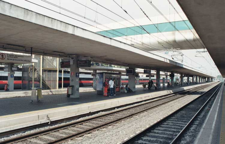 A private driver at your disposal from Ostiense train station to Rome